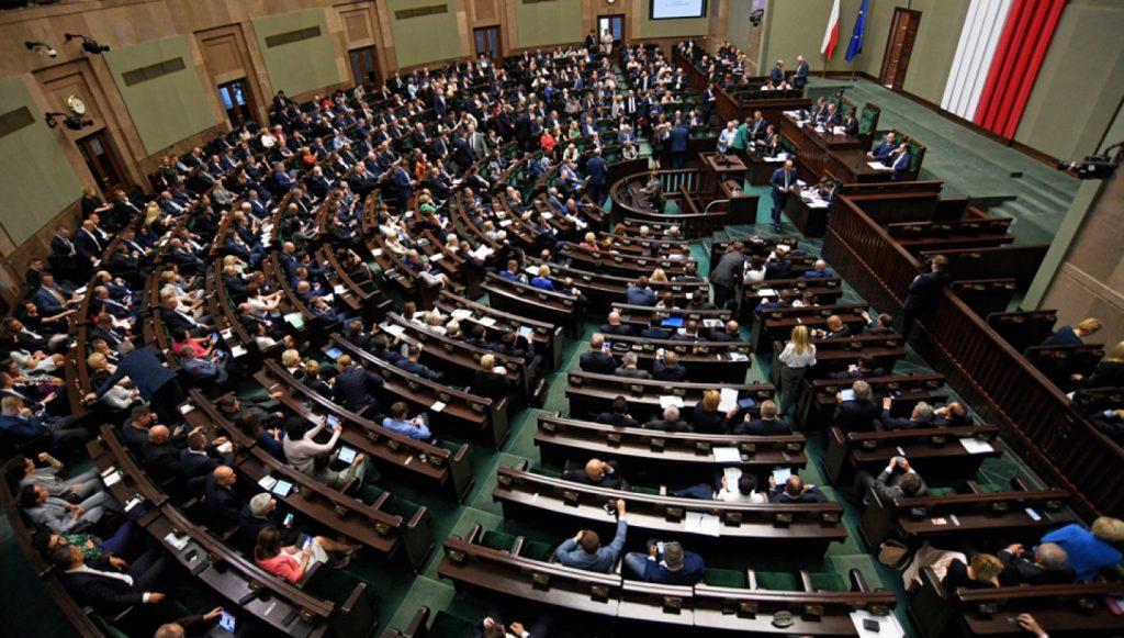 Sondaż. Polacy zabrali głos ws. wieku emerytalnego polityków