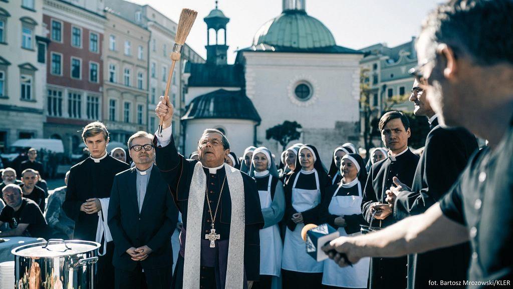 """""""Kler"""" pokonał już wszystkich. Jest największym hitem kinowym w Polsce XXI wieku"""