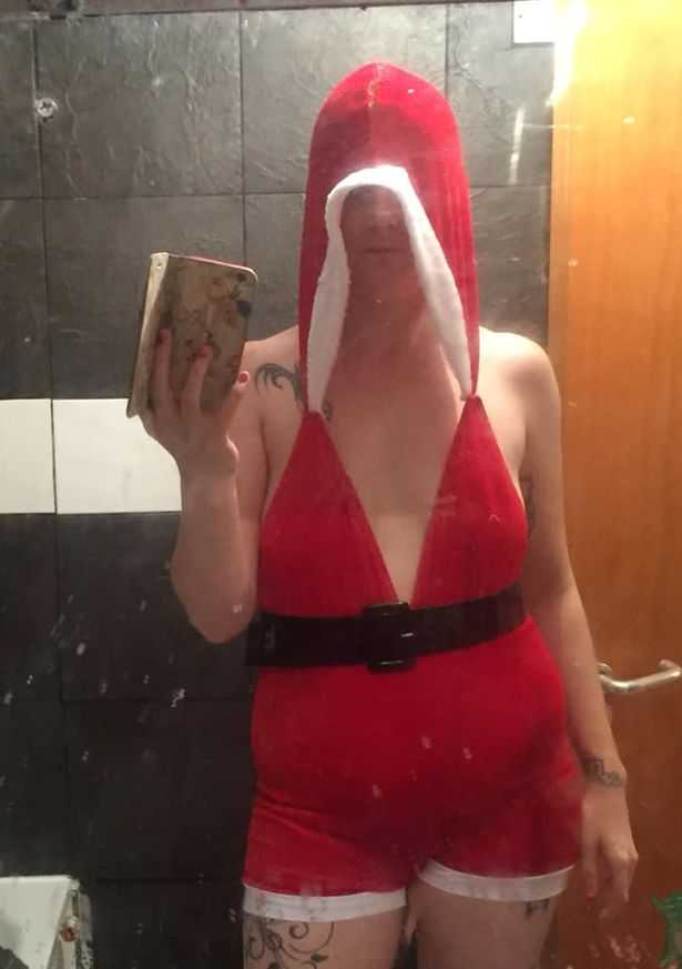 Zamówiła seksowny strój Mikołajki. Gdy otworzyła paczkę, bardzo się rozczarowała