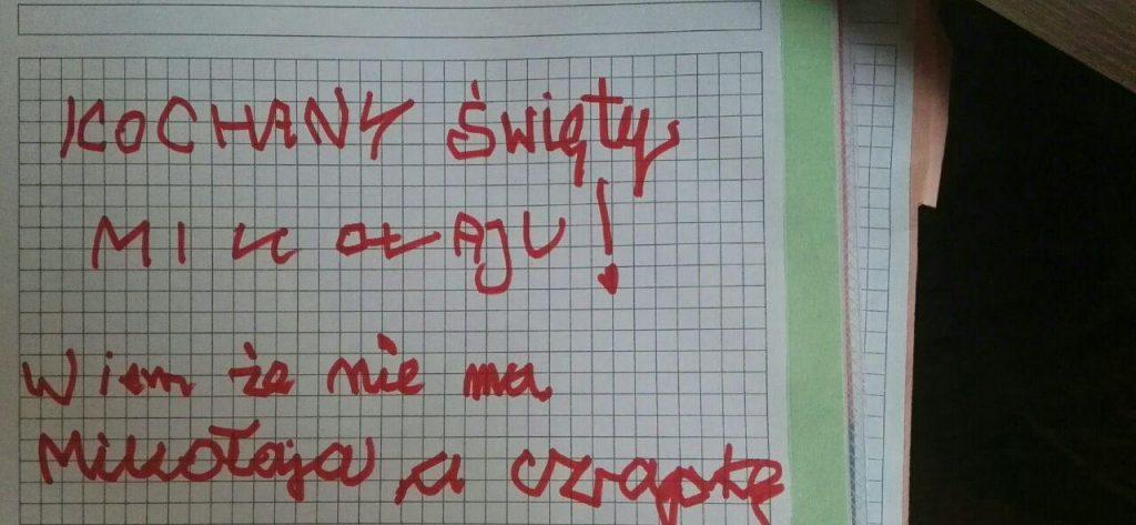 Jej 7-letni syn odkrył, że dziadek jest Mikołajem. Napisał do niego zabawny list