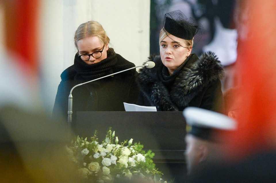 """""""Teraz zostałyśmy same, ale nie samotne"""". Wzruszające słowa żony i córki Pawła Adamowicza podczas pogrzebu"""