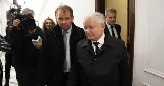 Kierowca Kaczyńskiego wzięty pod lupę. Okazało się, że ma 3 domy i zarabia krocie