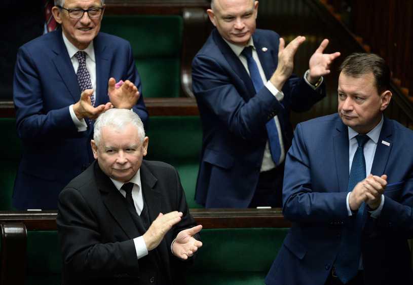 """Pięć partii w Sejmie, PiS na czele stawki. Sondaż dla """"Do Rzeczy"""""""