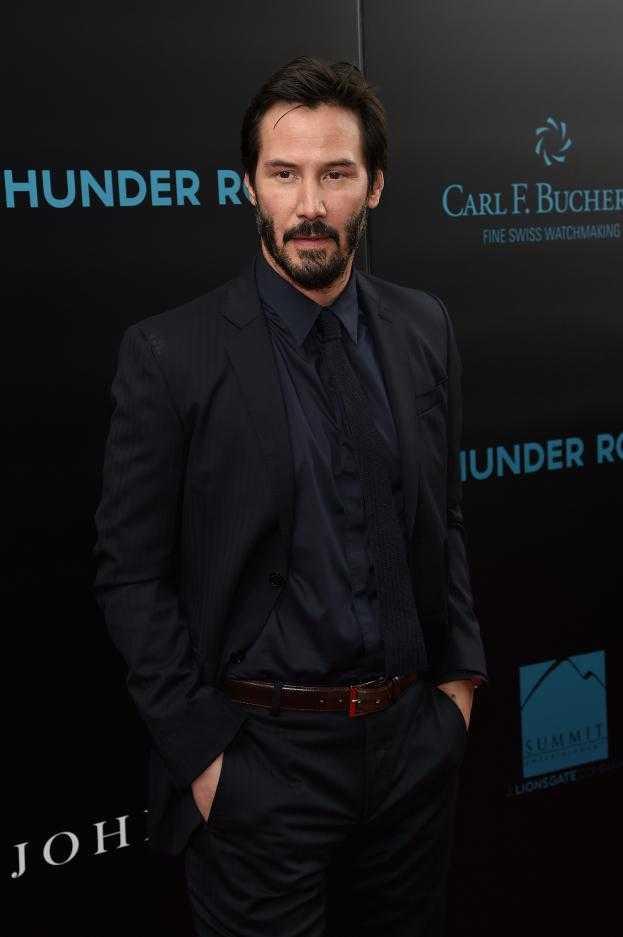 Zaniedbany Keanu Reeves przemierza ulice Kalifornii z torbą z luksusowego butiku