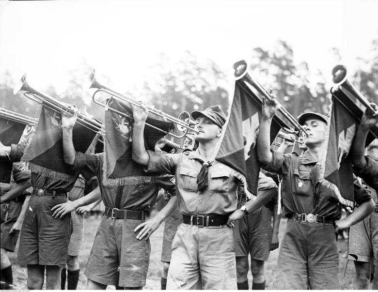 Dziś Dzień Myśli Braterskiej. 100 lat ZHP! Harcerstwo w Polsce na archiwalnych zdjęciach. Jeśli byłeś harcerzem, na pewno się wzruszysz