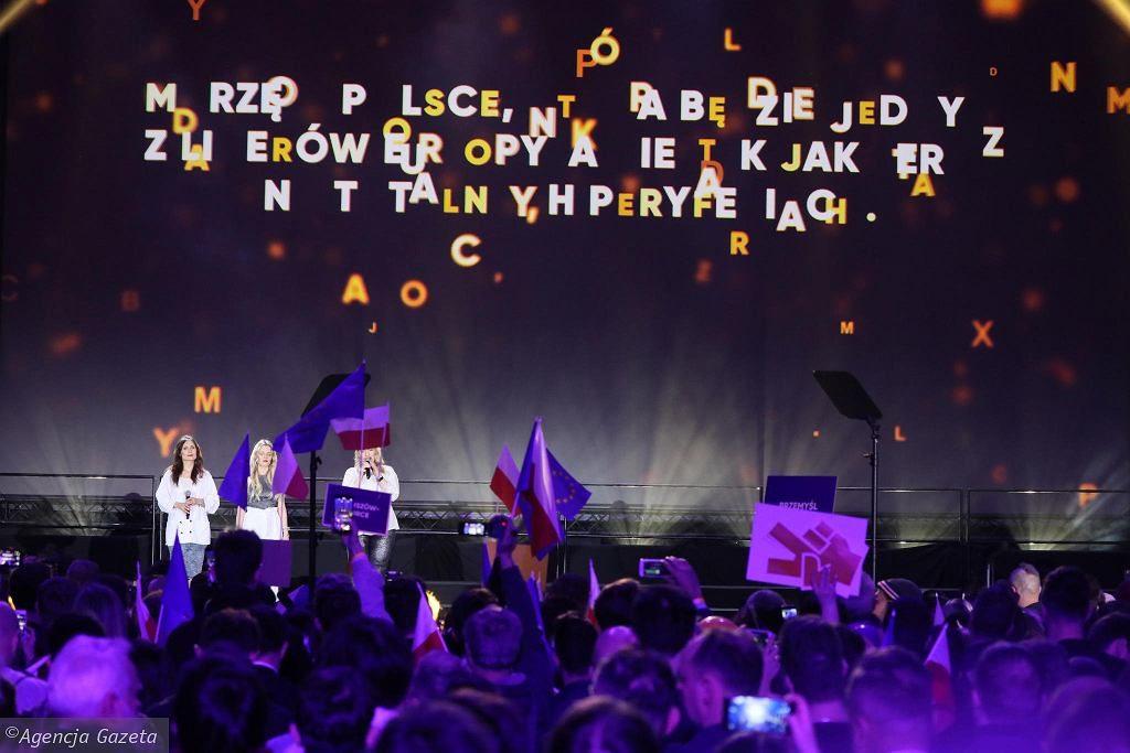 """Konwencja """"Nowy rozdział"""". Robert Biedroń ogłosił nazwę i program swojej partii"""