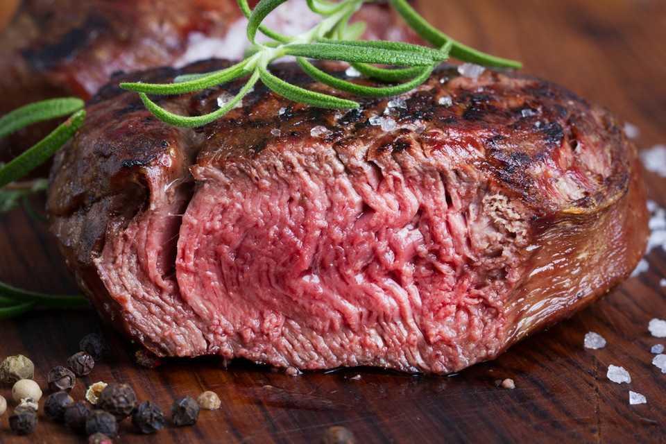 Co jeść, żeby podnieść poziom żelaza we krwi? 10 najlepszych produktów