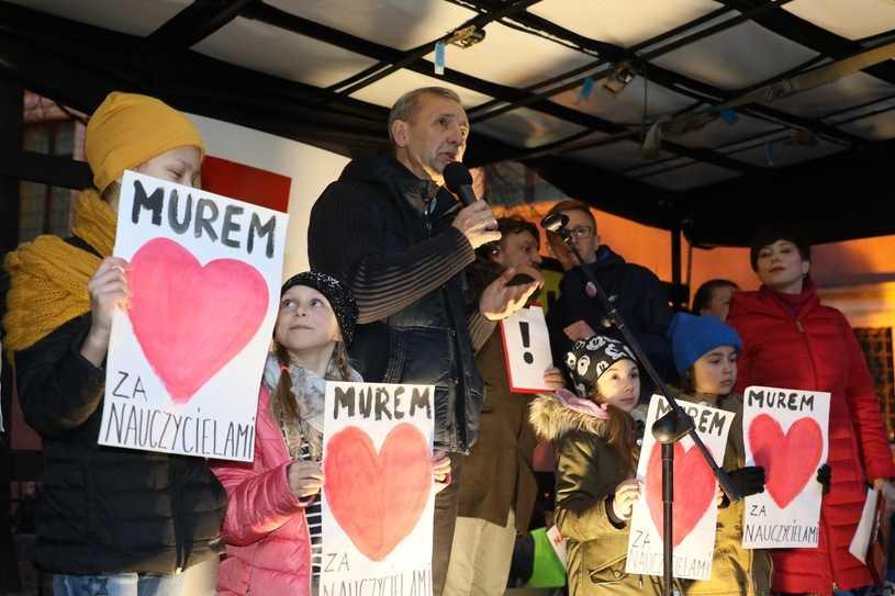 Sławomir Broniarz: Nie wygaszamy strajku