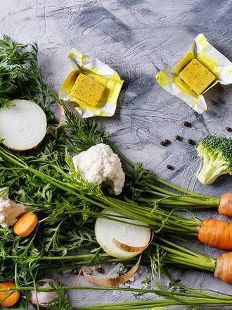 Kostki rosołowe: Co zawierają i czy warto je dodawać do potraw?