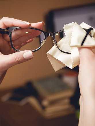 Jakie błędy najczęściej popełniamy czyszcząc okulary?