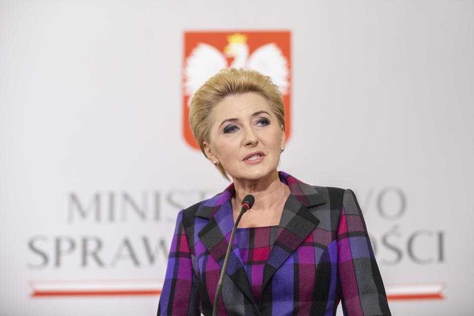Pierwsza dama pogodzi nauczycieli z rządem