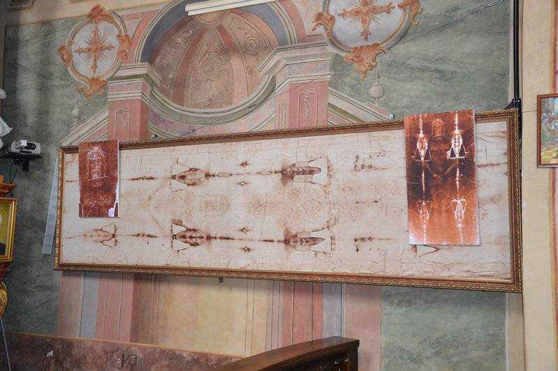 Całun Turyński - symbol Wielkiej Soboty. Jego kopię można oglądać w kościele oo. Jezuitów