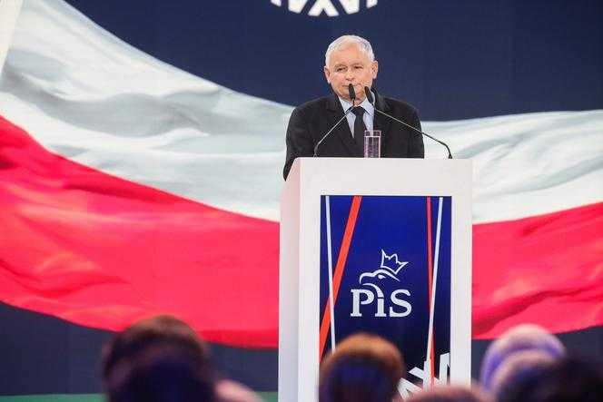 PiS gromi PO, Biedroń na podium. Najnowszy SONDAŻ
