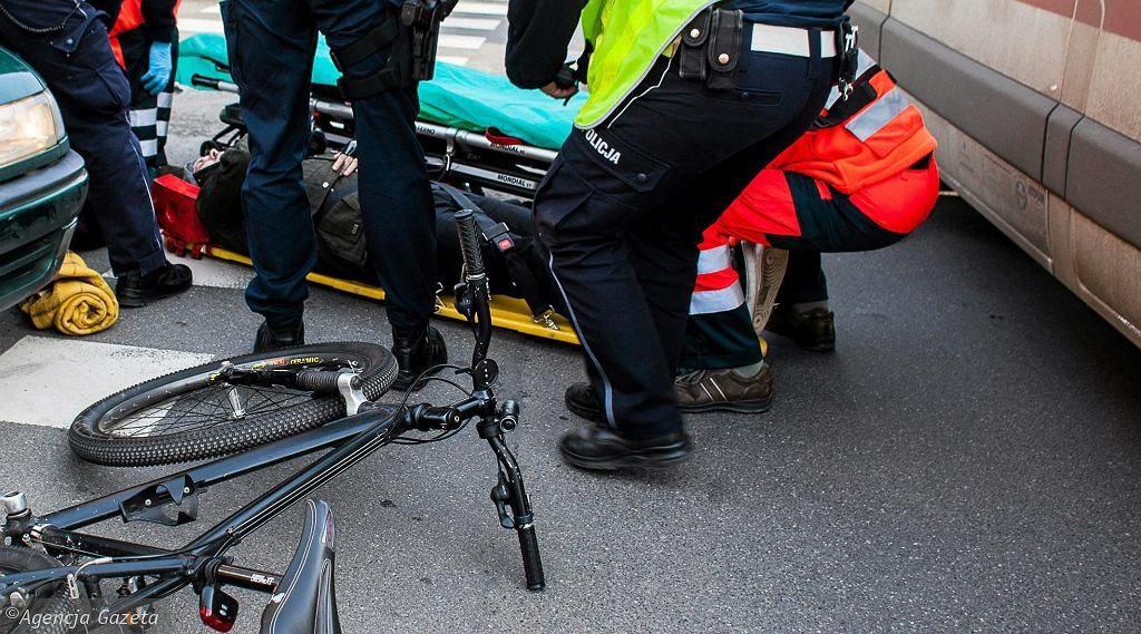 """Wrocław. Taksówkarz z zarzutem usiłowania zabójstwa rowerzysty. """"Ścigał go, następnie po nim przejechał"""""""