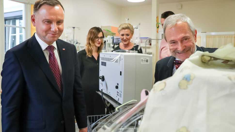 Para prezydencka odwiedziła w krakowskim szpitalu sześcioraczki oraz ich rodziców