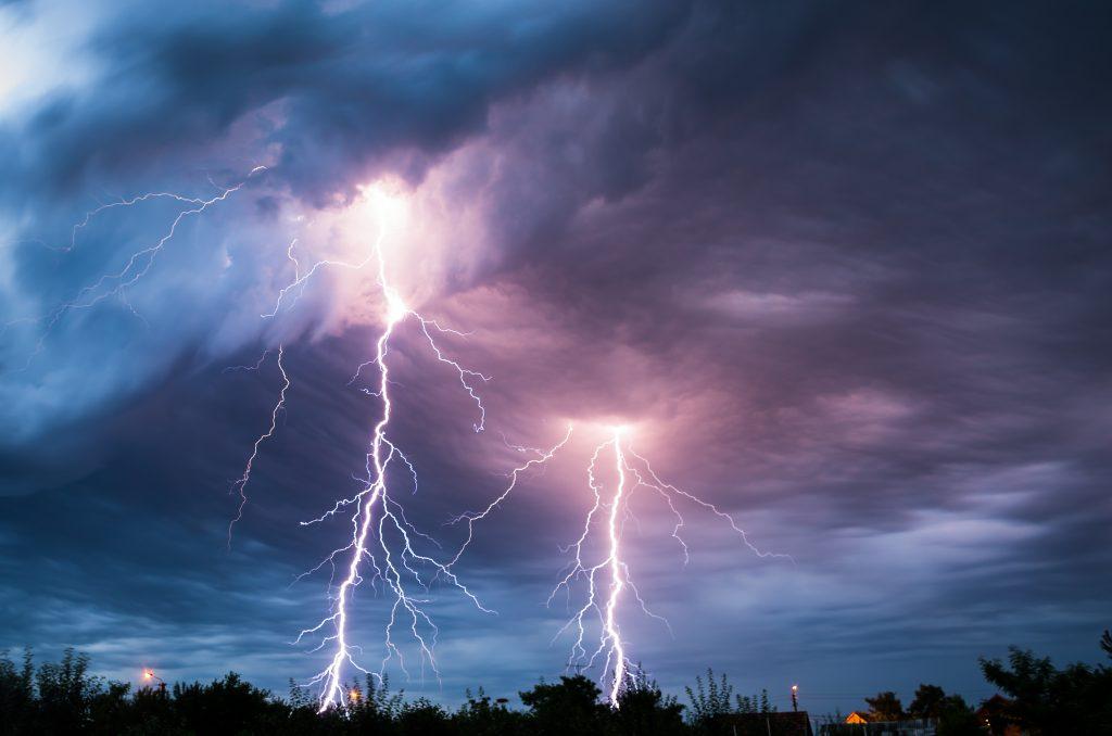 Niebezpieczna pogoda w najbliższe dni. IMGW wydał alerty pierwszego i drugiego stopnia na wtorek i środę