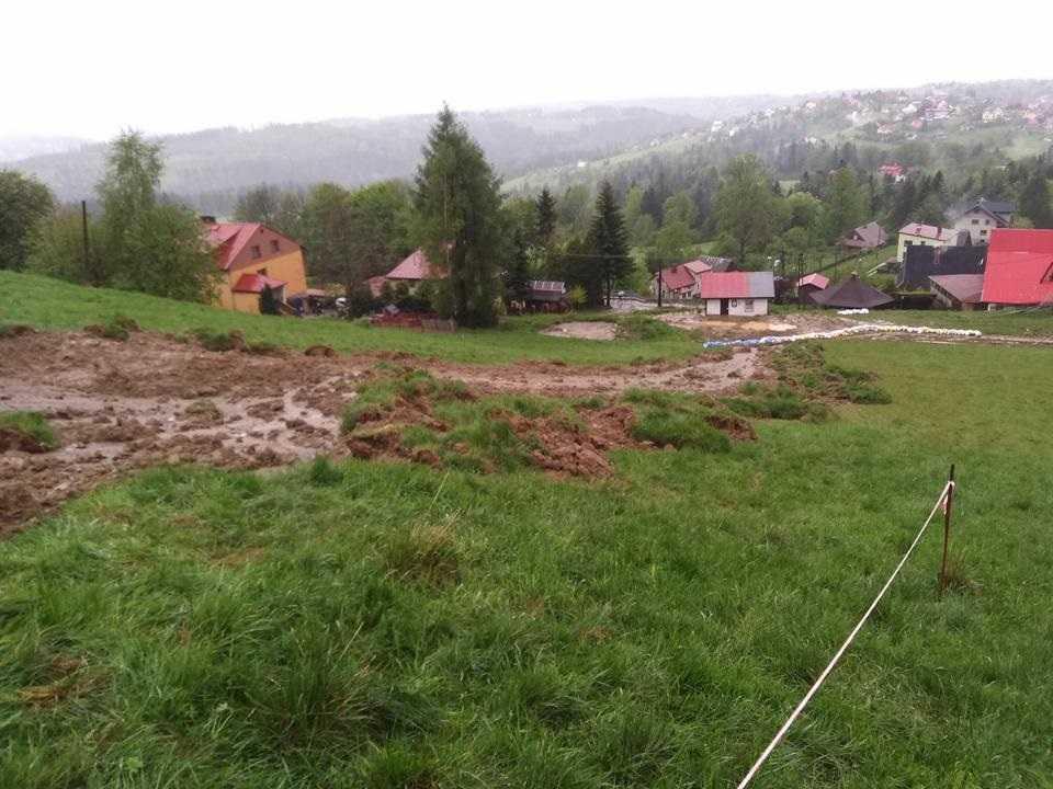 Ulewy nad Śląskiem. W Koniakowie zeszła lawina błotna