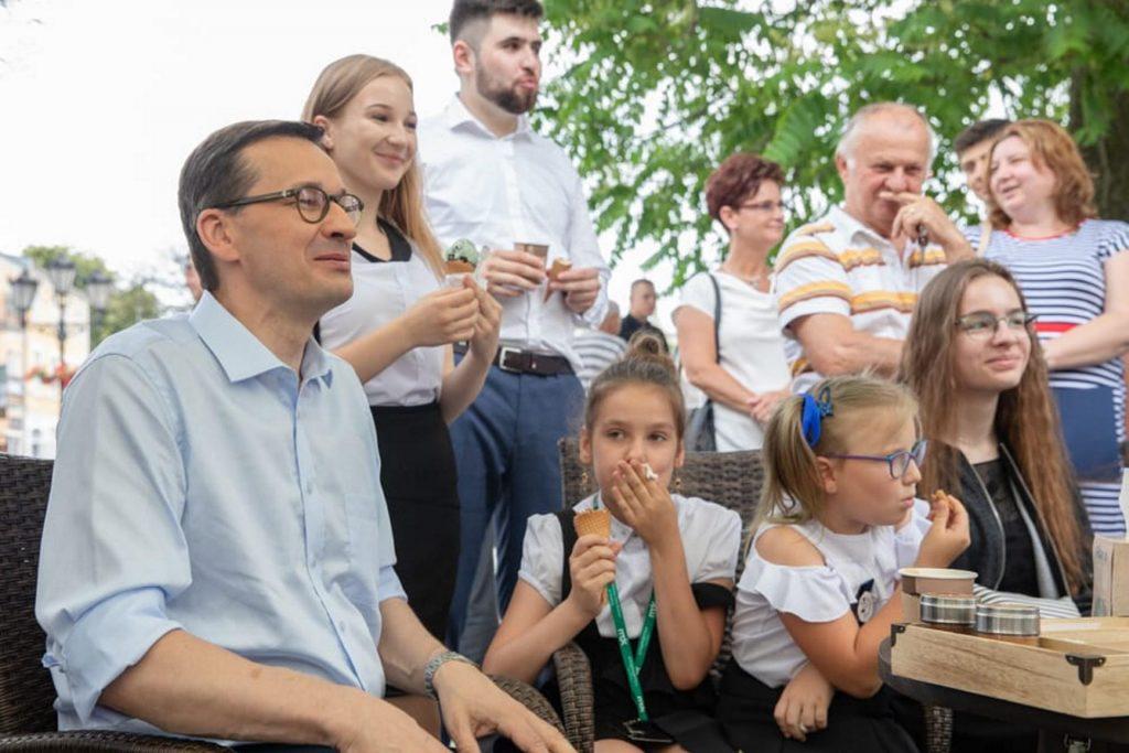 Morawiecki zabrał dzieci na lody po zakończeniu roku szkolnego