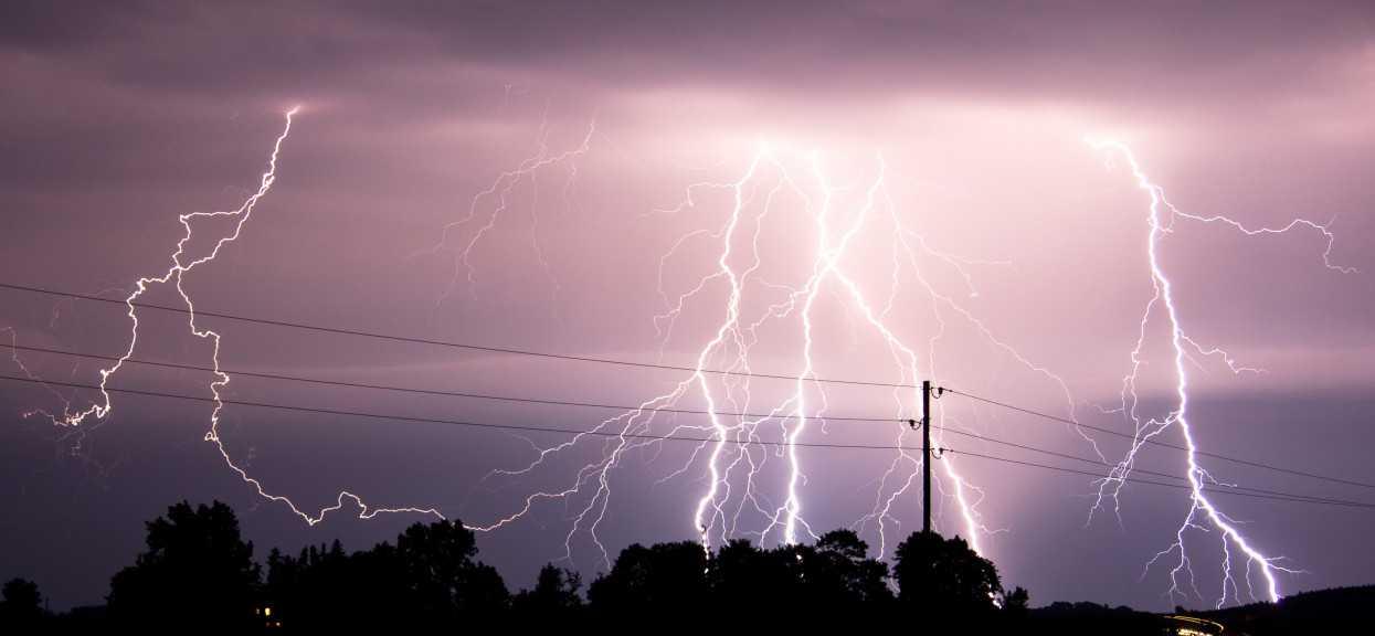 Burze, deszcz i grad. Alert IMGW dla sześciu województw