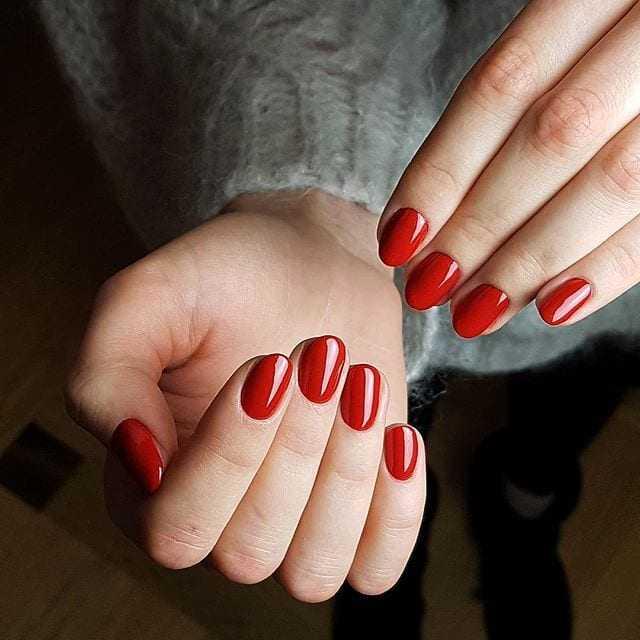 Jak uratować zniszczone paznokcie? 10 kroków do pięknej płytki
