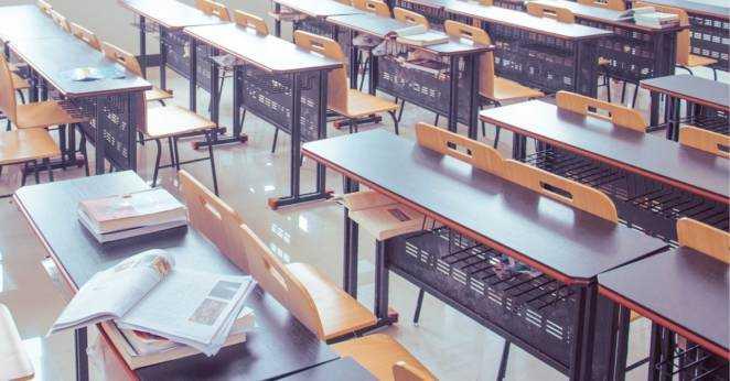 Małopolska: Uczeń wyleciał przez okno w szkole. Trafił do szpitala