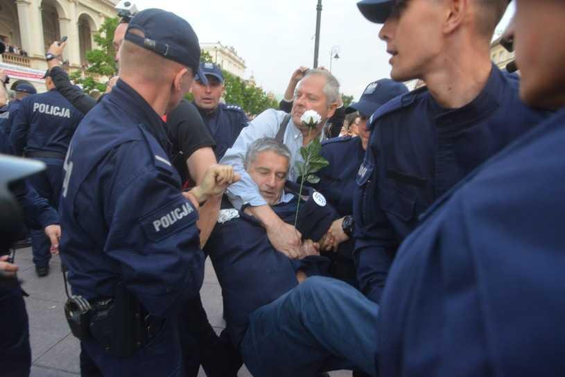 Sąd: Władysław Frasyniuk winny naruszenia nietykalności policjantów