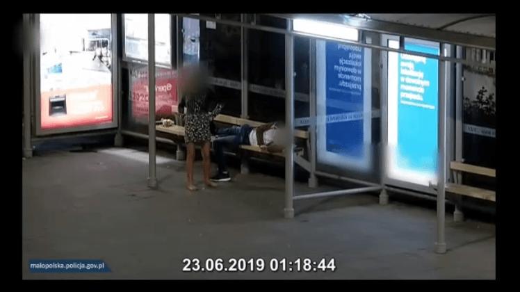 Kraków: Śpiący mężczyzna okradziony przez kobietę
