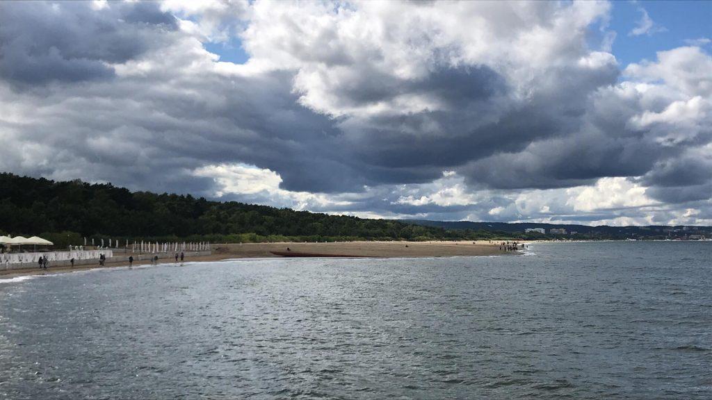 WOPR ostrzega: Niebezpieczna głębia na dnie morza po poszerzeniu plaży