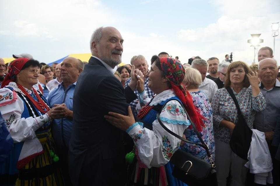 Antoni Macierewicz zaskoczył wszystkich. Tak się bawił na pikniku