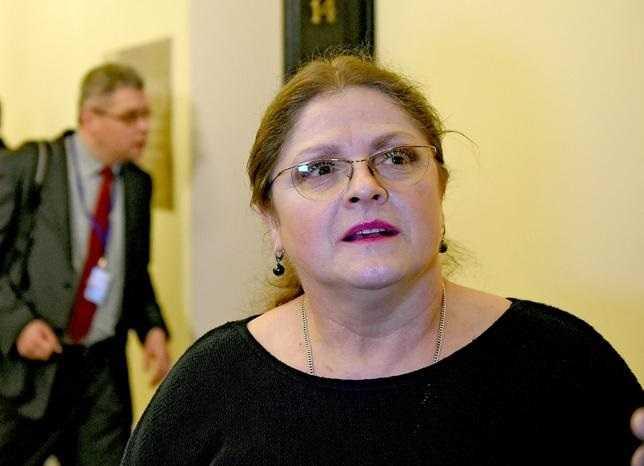 Krystyna Pawłowicz zarzuca Biedroniowi zdradę wobec narodu. W kontrowersyjnym wpisie posłanka PiS próbuje bronić Beaty Szydło