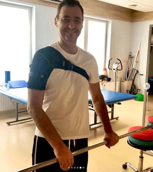 Jacek Rozenek czuje się lepiej. Aktor przechodzi rehabilitację pod okiem specjalistów