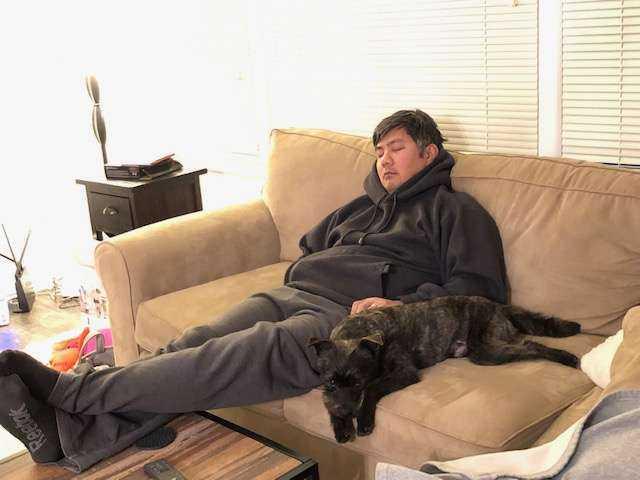 Nie mógł przestać płakać, gdy zdał sobie sprawę, że może zatrzymać przybranego psa na zawsze