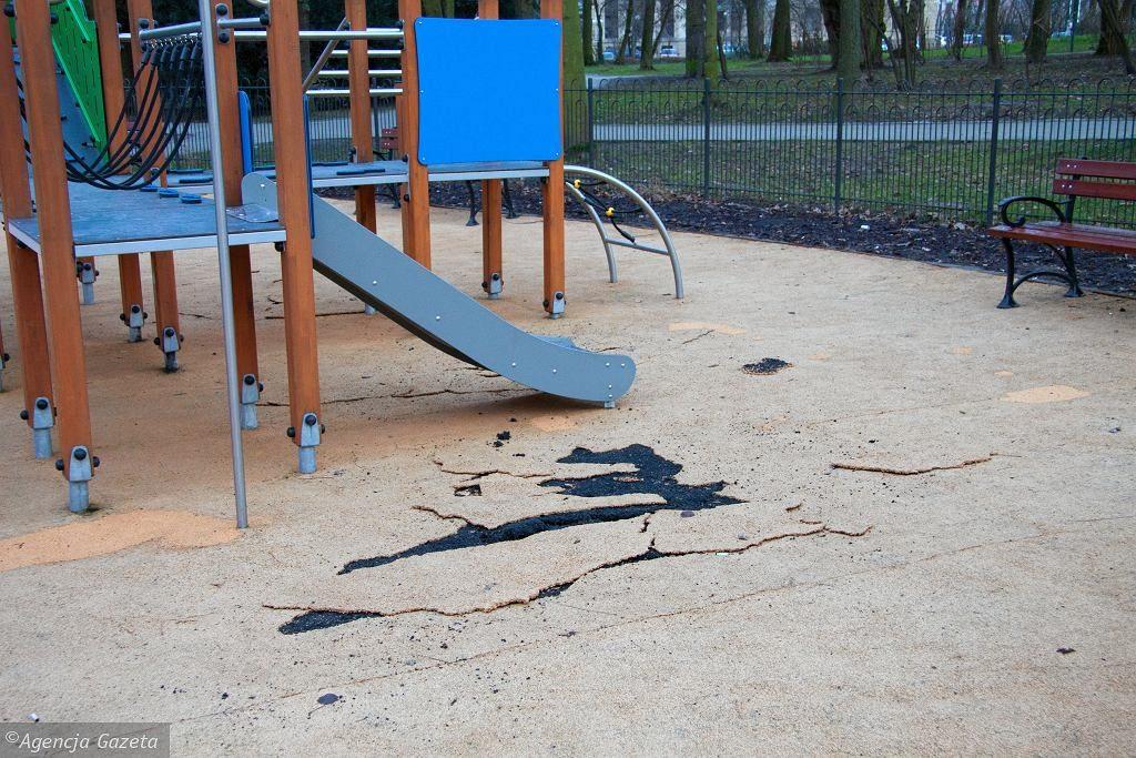 """68-latka w Jastrzębiu-Zdroju rozpyliła gaz na placu zabaw. Bo dzieci """"jej dokuczały"""""""