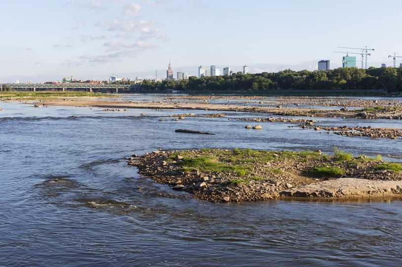 Warszawa: Rekordowo niski stan wody w Wiśle