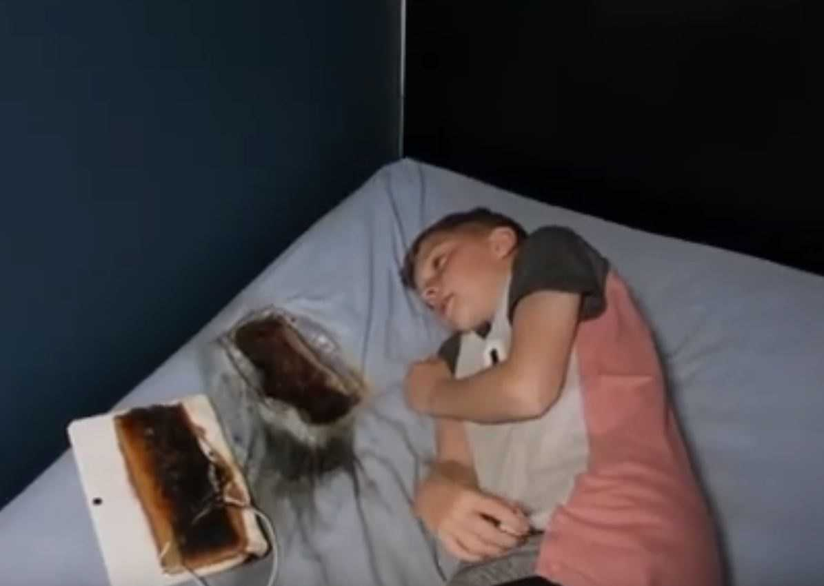 Rodzice ostrzegają wszystkich po tym jak tablet wypalił dziurę w łóżku obok ich śpiącego syna