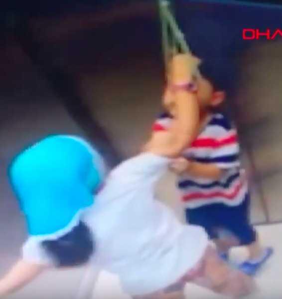 5-latek zawisł w windzie. Reakcja jego starszej siostry zdumiewa wszystkich