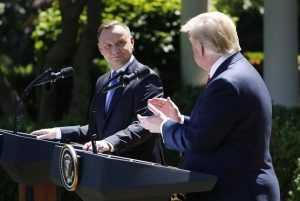 """Odwołać wizytę Trumpa dla dobra stosunków Polski i USA? """"Polska podważa wartości NATO"""""""