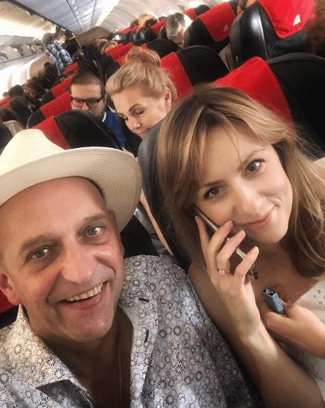 Janusz Chabior zaręczył się z 38-letnią partnerką! Aktor pochwalił się radosną nowiną na Instagramie