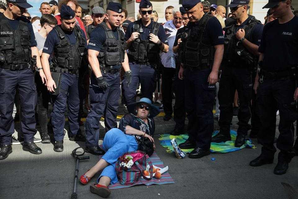 Piknik antyfaszystowski. Policja siłą usuwała uczestników