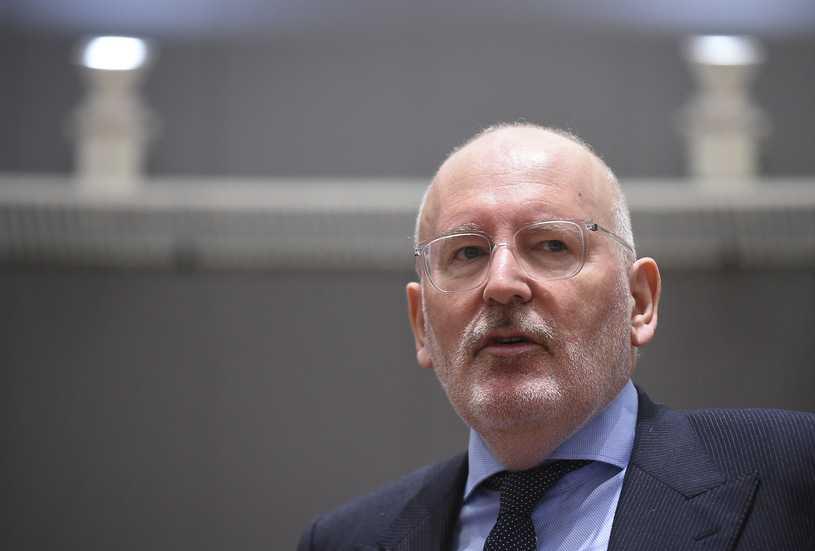 Frans Timmermans ostrzega Polskę i Węgry