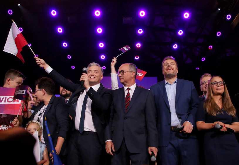 """""""Lewicobus"""" wyrusza w Polskę. Na pokładzie liderzy SLD, Wiosny i Lewicy Razem"""