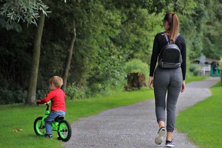 Wyjdziesz z dzieckiem na spacer po chodniku? Możesz słono zapłacić