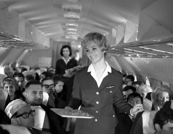 Polka zachwyciła świat w konkursie Miss Universe w 1958 roku. Alicja Bobrowska była barwną postacią PRL