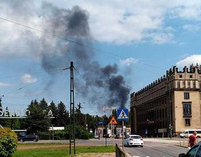Kraków: Dym znów spowił Nową Hutę. Wszystko przez pożar i awarię w kombinacie