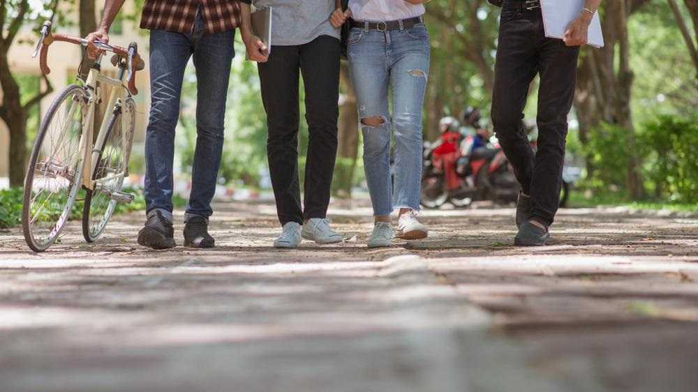 """""""DW"""": młodzież nie ufa politykom, mediom i Kościołowi"""
