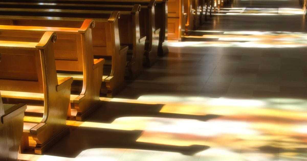 """Incydent podczas mszy w Świdnicy. Ksiądz pisze o """"tęczowych terrorystach i tęczowej szmacie"""""""