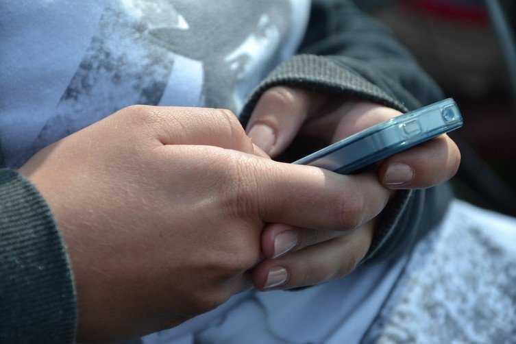 Chciał pomóc chorej dziewczynce, więc wysłał 722 SMS-y. Rachunek był gigantyczny