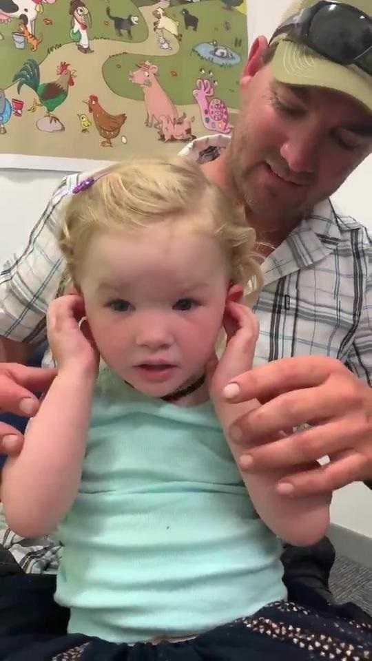 Usłyszała rodziców po raz pierwszy. Urocze wideo