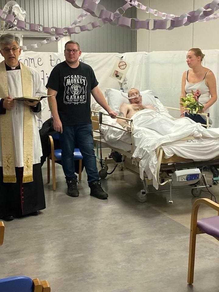 Poślubił ukochaną na łożu śmierci