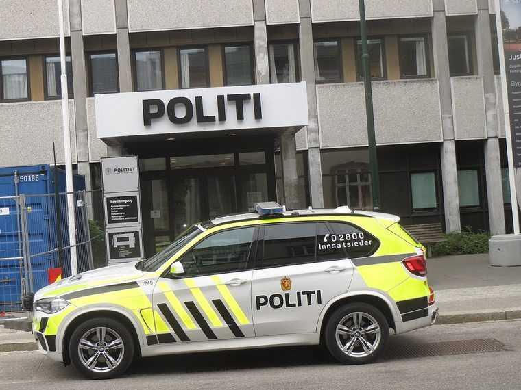 Oslo. Uzbrojony mężczyzna porwał karetkę i wjechał w przechodniów